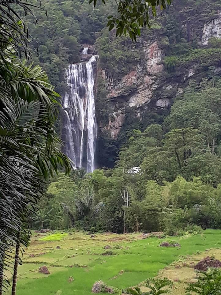 Cunca Rami Waterfall 2